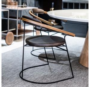 Cadeira Butiá assinado por Larissa Diegoli - Jhovini