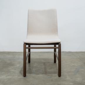 Cadeira Clau Nogueria TEC 400 assinada por Ibanez Razzera - Destack