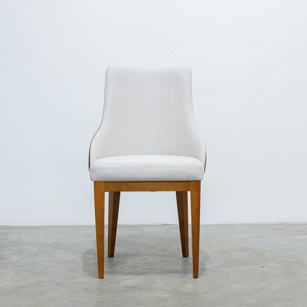 Cadeira para mesa de jantar Todi com revestimento no recouro caramelo nas costas - Heitor Móveis