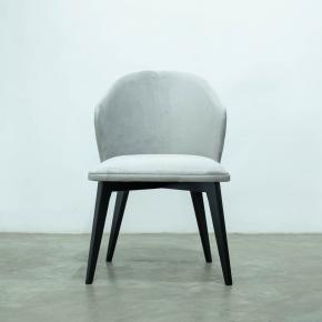 Cadeira Isabella com pés ebanizado e costas com tachas 1303 A - AVI Móveis